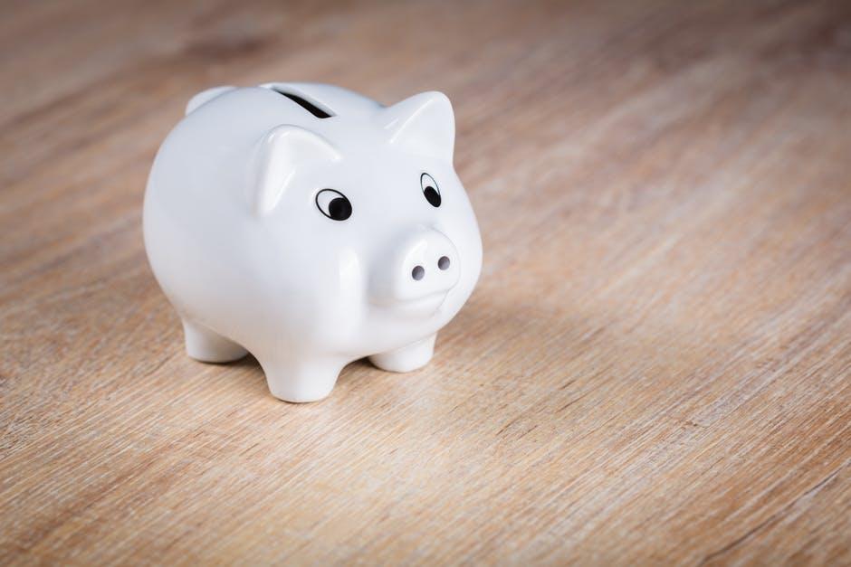 Do zdolności kredytowej niestety nie zaliczy się wysokość domowych oszczędności, chyba że pokryje wartość całego domu lub mieszkania
