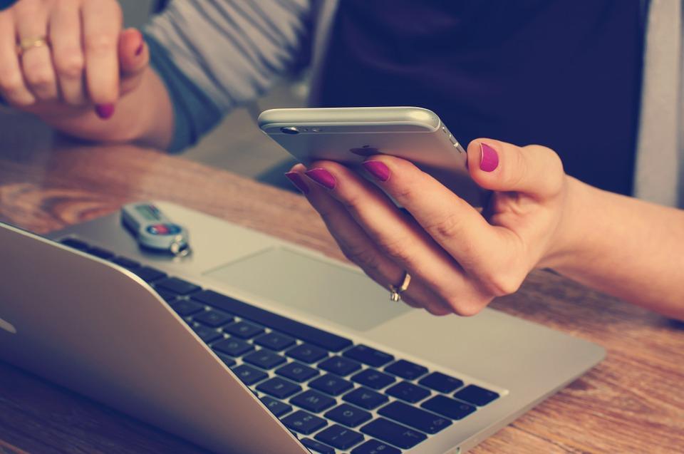 Poszukując nieruchomości na portalach ogłoszeniowych w Internecie, można spotkać się z różnymi rodzajami ofert na sprzedaż - zarówno sprzedawanych przy pomocy biura jak i na własną rękę