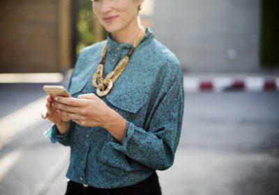 Kobieta - agent nieruchomości_ Wordpress