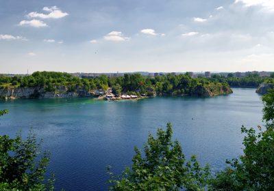 Kraków Zakrzówek oprócz pięknych widoków oferuje domy na sprzedaż
