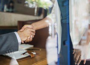 Dlaczego warto współpracować z agentem nieruchomości